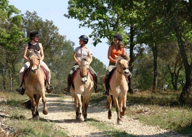 passeggiata_a_cavallo_nella_natura_giardini_naxos